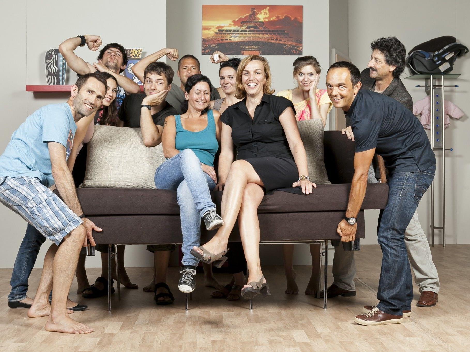 """Die """"Achtung Ländle 2""""-Crew mit Hannes Jochum (re.) und Karoline Mätzler (Sofa rechts)."""