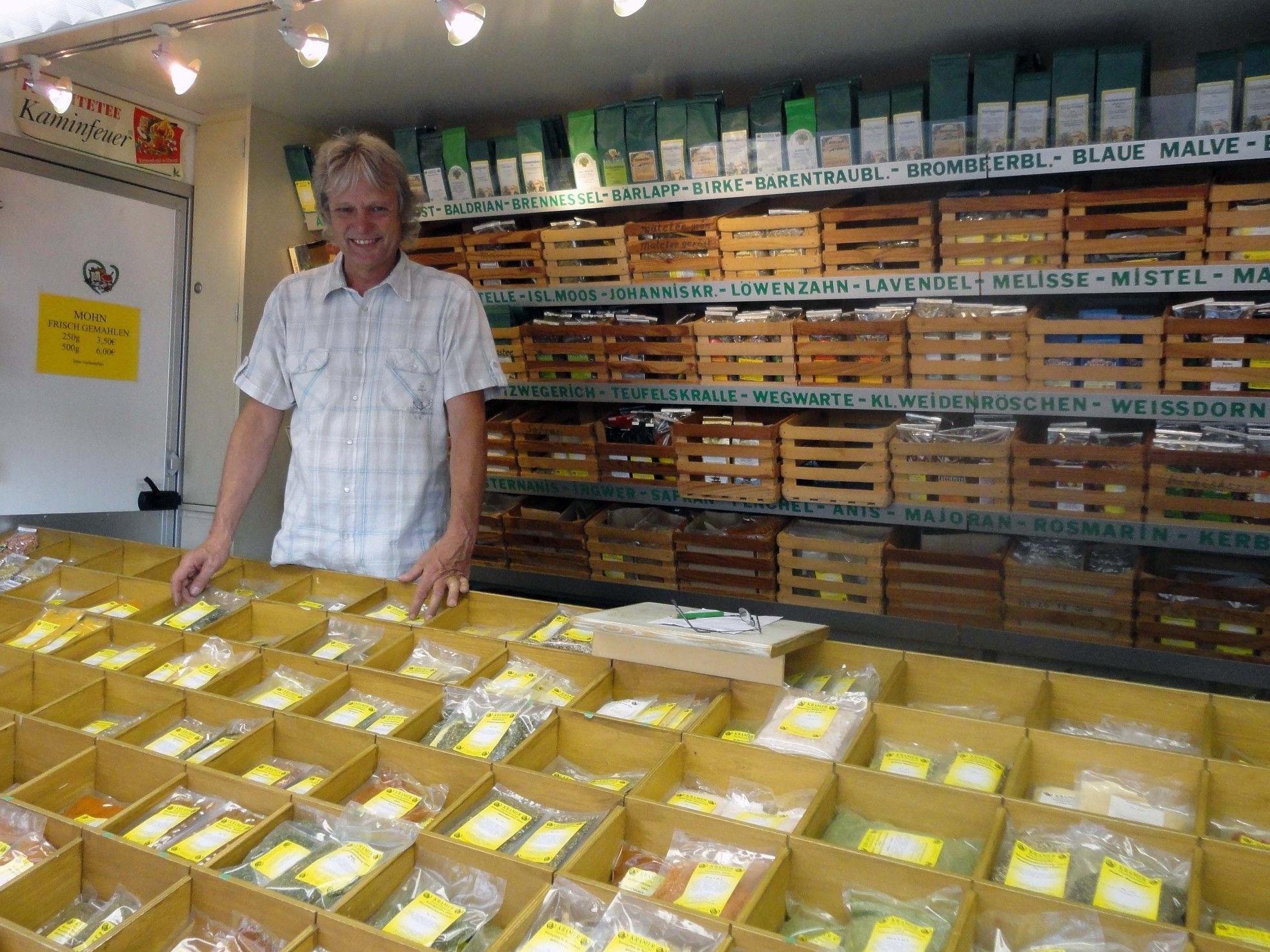 Helmut Kramer stellt seit 2004 köstliche Gewürzmischungen her, alles ohne Zusatzstoffe wie Glutamat, Hefe oder Zucker.