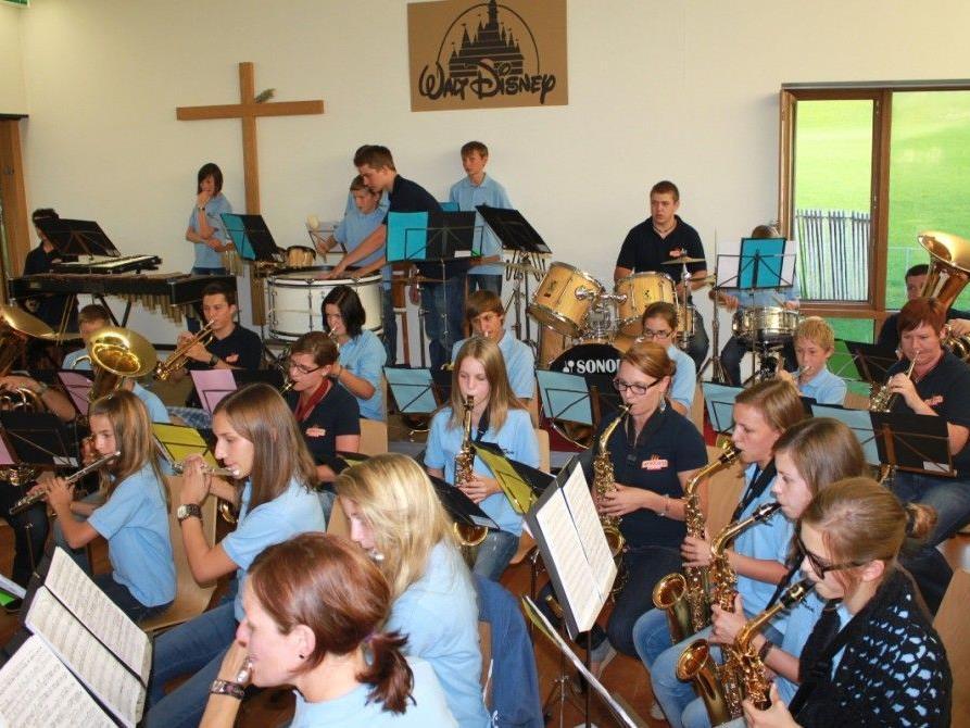 Die Musikvereinsjugend lädt die Blasmusikfreunde am Donnerstag zum Konzert ins Pfarrheim.