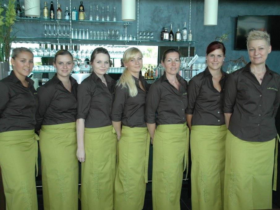 """Das Team des neuen Restaurants Am Garnmarkt """"Mahl.ZEIT"""" heißt die Gäste herzlich willkomen!"""