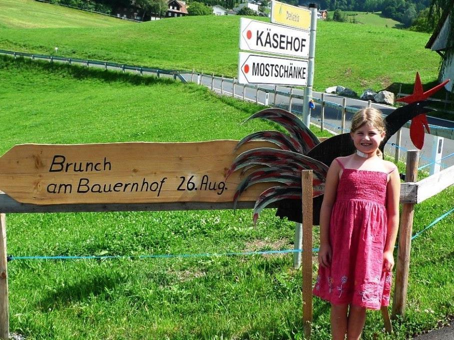 Emma freut sich schon auf den Bauernhof-Brunch!