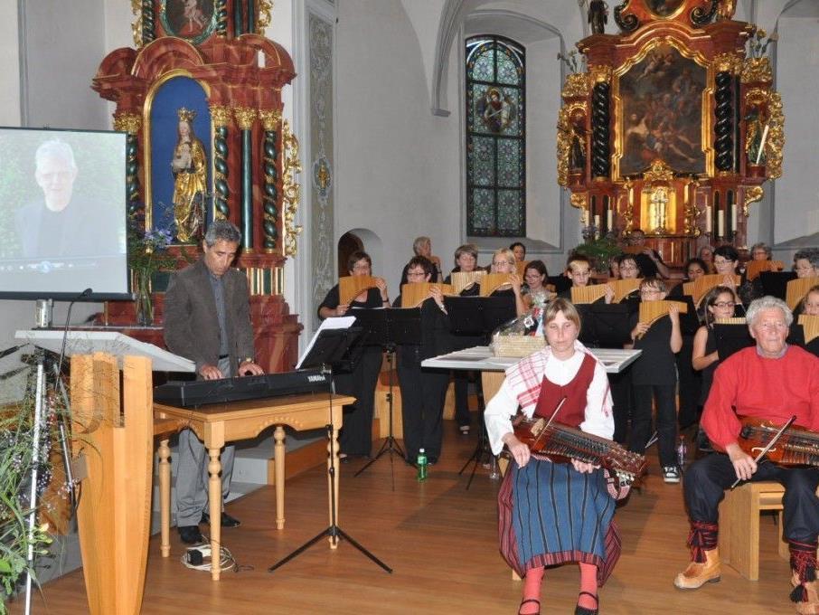 Das Panflötenensemble gestaltete mit seinen schwedischen Gästen ein wunderbares Konzert zugunsten von Erwin Kräutler.