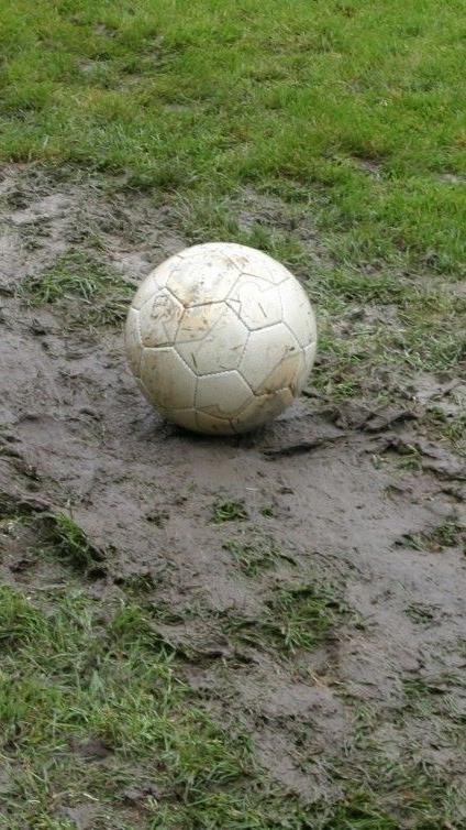 Gleich sechs Partien im Fußball Unterhaus mussten abgebrochen werden.