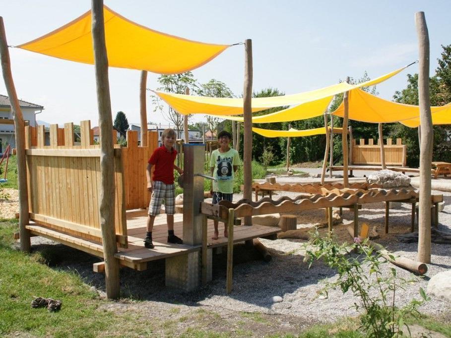 Der neue Spielplatz im Erlach hat bereits zahlreiche Fans gefunden.
