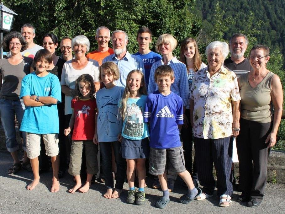 Familie Helga und Fritz Lauscher mit Gastgebern (re.): Sophie Kathan, Armida Kathan und Klaus Mahlknecht vom Gasthaus Sonnenblick.