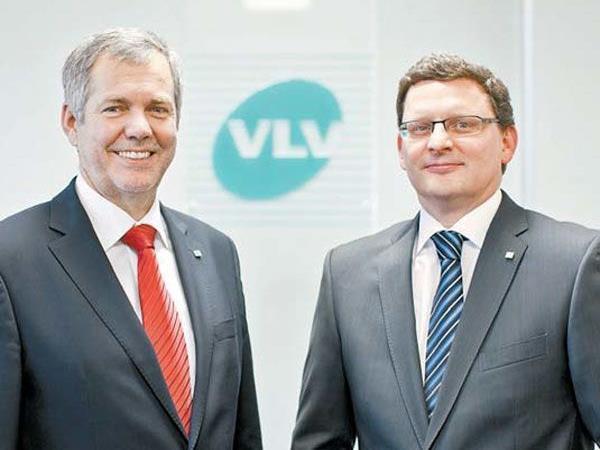 Die VLV-Vorstände (links im Bild) Dir. Robert Sturn, rechts Dir. Mag. Klaus Himmelreich.