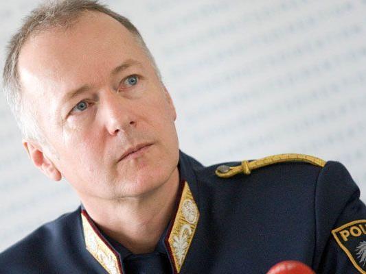 Sicherheitsdirektor Hans-Peter Ludescher bleibt als Landespolizeidirektor.