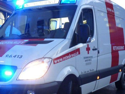 Arbeiter wurde nach Erstversorgung durch den Notarzt ins Krankenhaus eingeliefert.