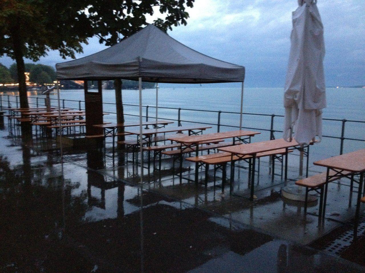 Eine leergefegte Seepromenade am Samstagabend in Bregenz. So hatten sich das die Veranstalter wohl nicht vorgestellt.