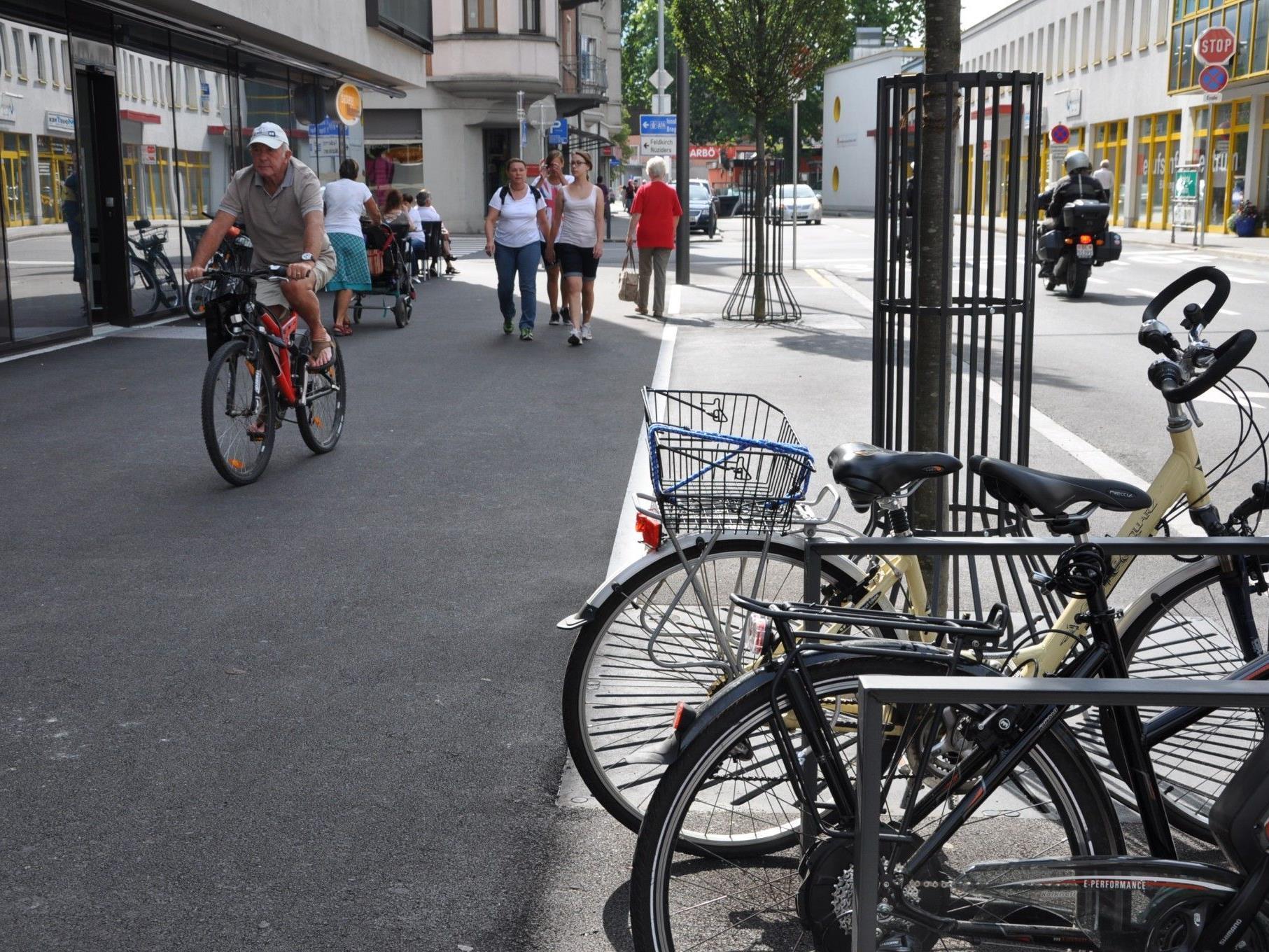 Bei Straßenplanungen wird der Fahrradfreundlichkeit noch mehr Beachtung geschenkt – wie hier am neuen Bahnhofplatz in Bludenz.