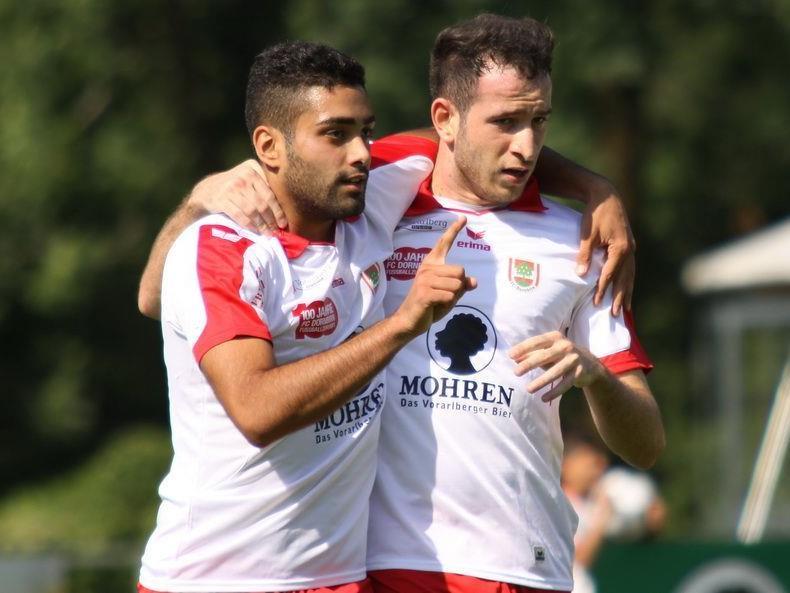Torschütze Direnc Borihan und Semih Yasar jubelten über den ersten Saisonsieg.
