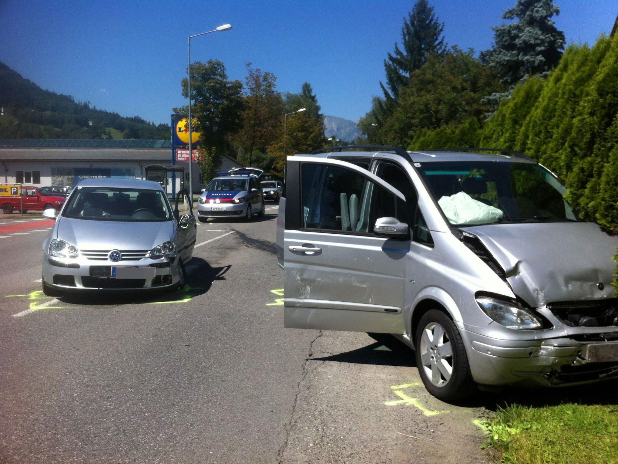 Zwei Fahrzeuge beim Unfall beteiligt