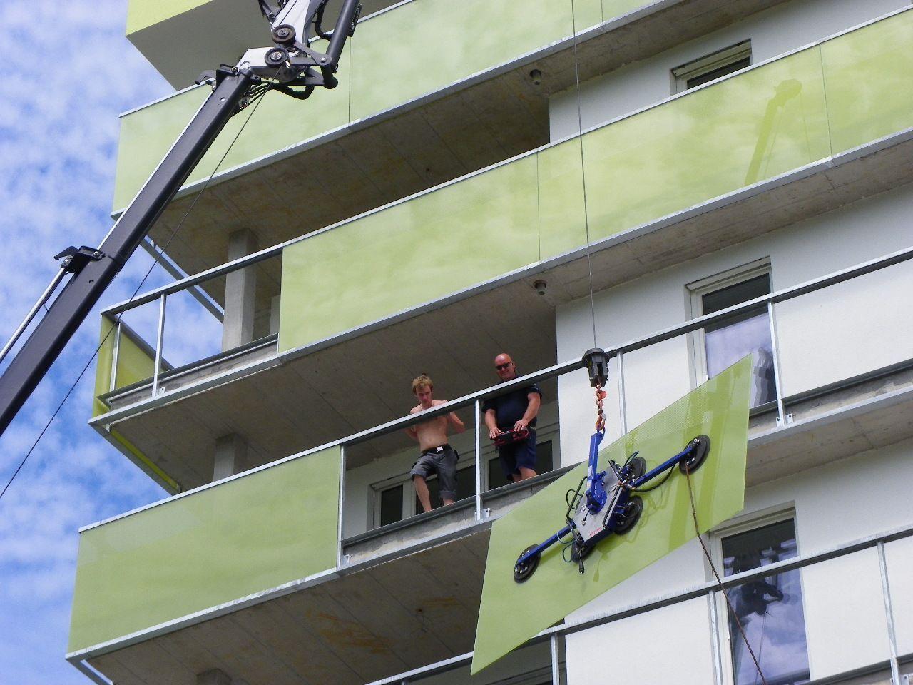 Montage der Balkonverglasungen
