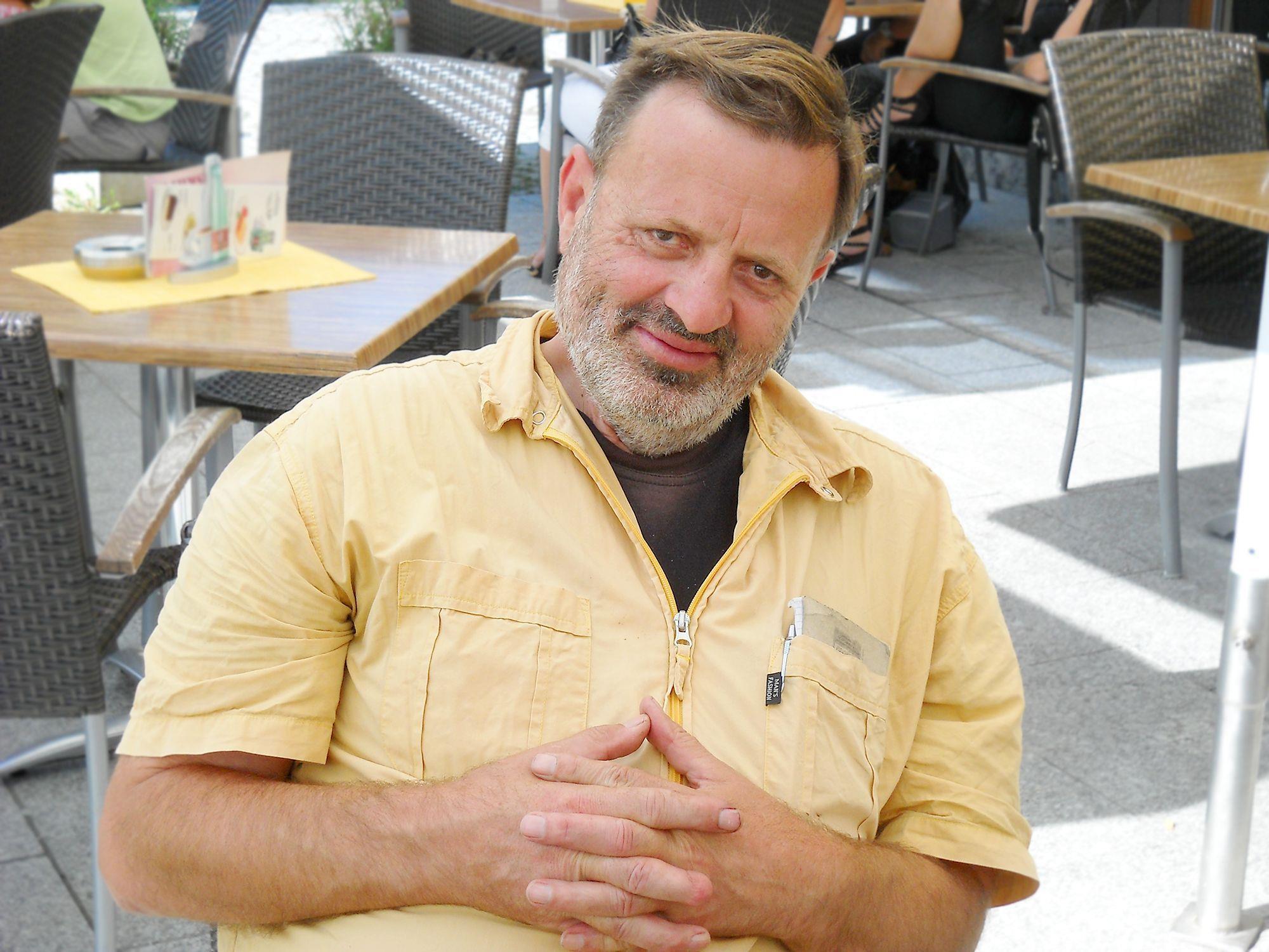 Manfred Strolz liest aus seinen Gedichten und Kurzgeschichten.