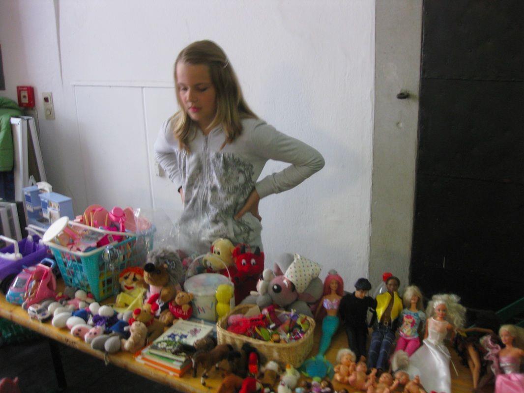Kinder wie Tina freuen sich schon auf den Trödlermarkt, wo sie einen eigenen Stand haben dürfen