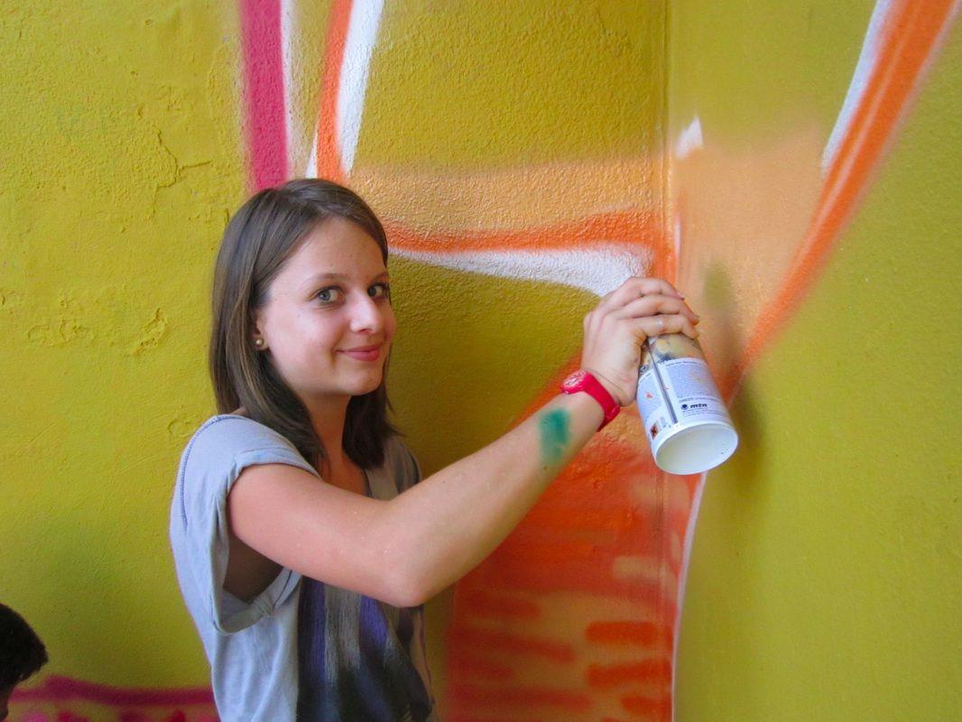 Julia fand es voll cool, mit Lackdosen kreativ zu sein und lernte viel im Workshop