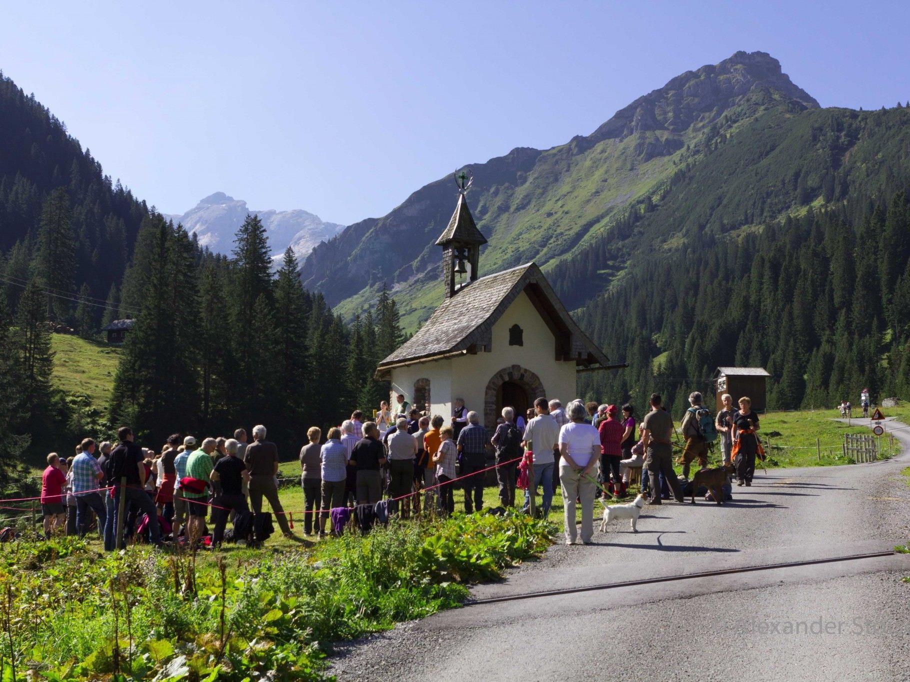 Besonders stimmige Bergmesse bei traumhaftem Spätsommerwetter im Rellstal.