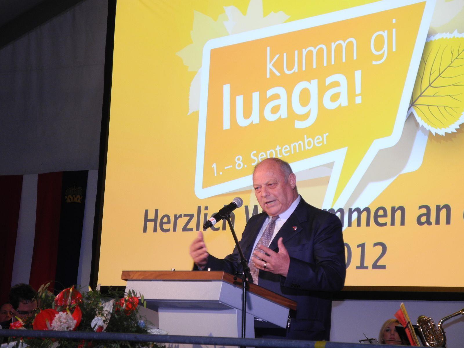 Landeshauptmann Luis Durnwalder von Südtirol hielt eine markige Festrede bei der Eröffnung der LIHGA in Schaan