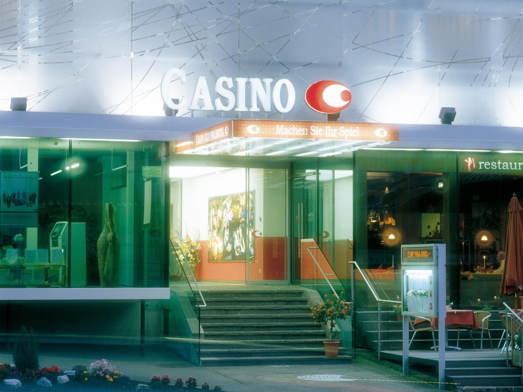 Damentage im Casino.