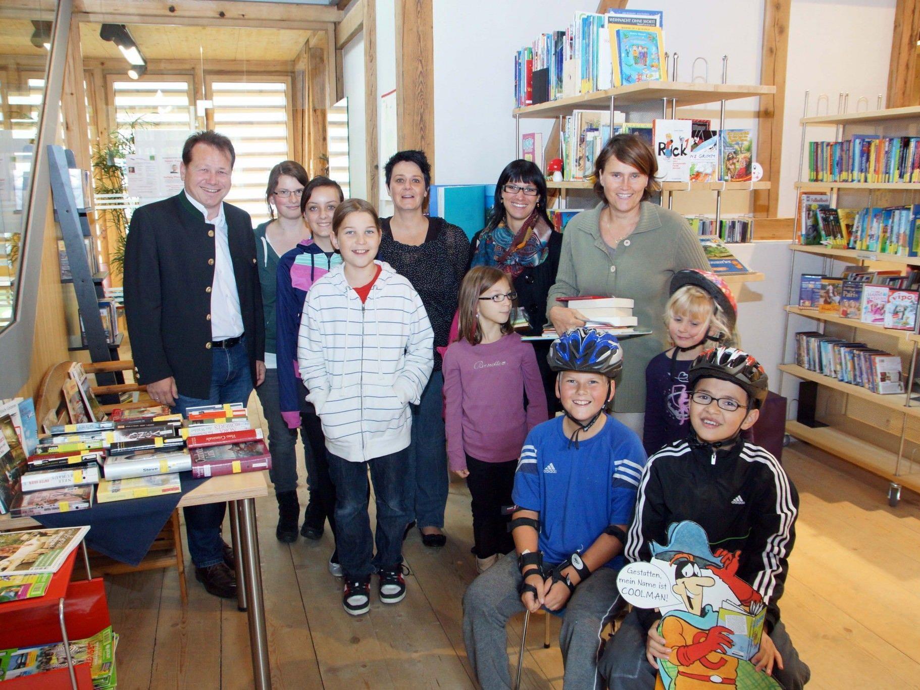 """Die Jugend """"stürmte"""" in die Bücherei im Vonblonhaus."""