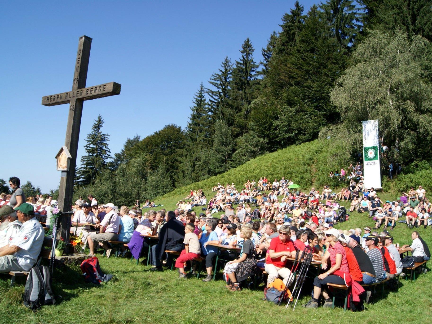 Kaiserwetter lockte hunderte Gäste auf den Schneiderkopf.