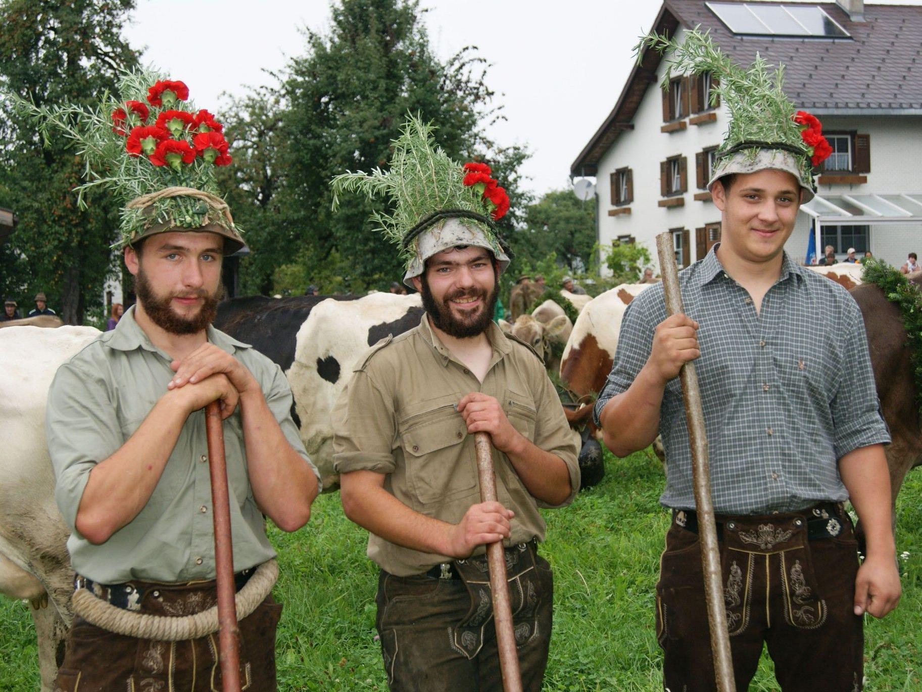 Manuel Breuß mit seinem Team von der Alpe Gulm in Übersaxen.