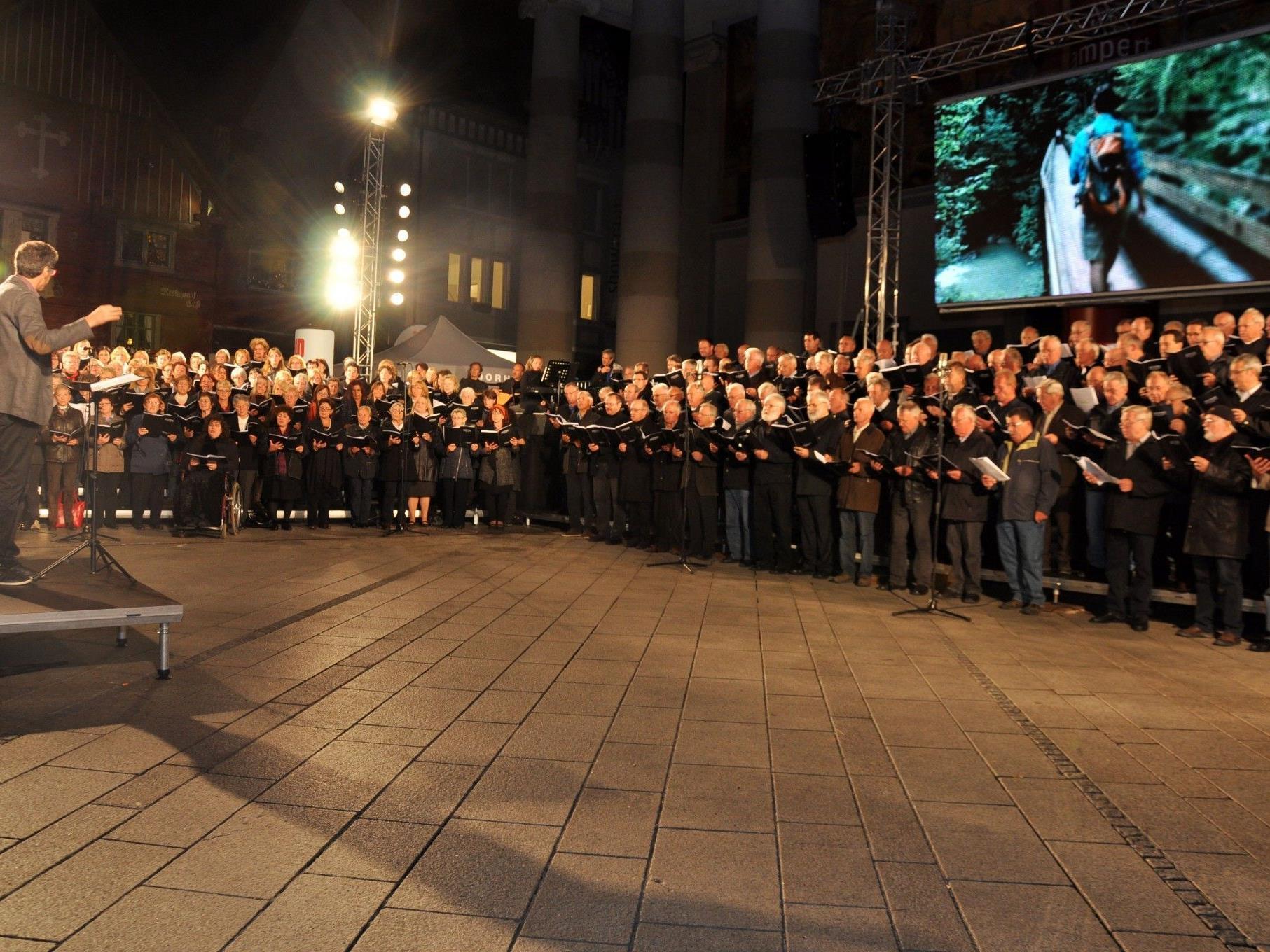 400 Stimmen brachten die Dornbirner Innenstadt zum Klingen.