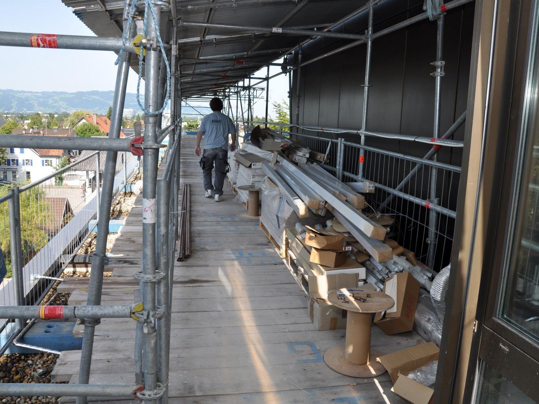 Die Bauarbeiten werden bei laufendem Betrieb über einen äußeren Zugang durchgeführt.
