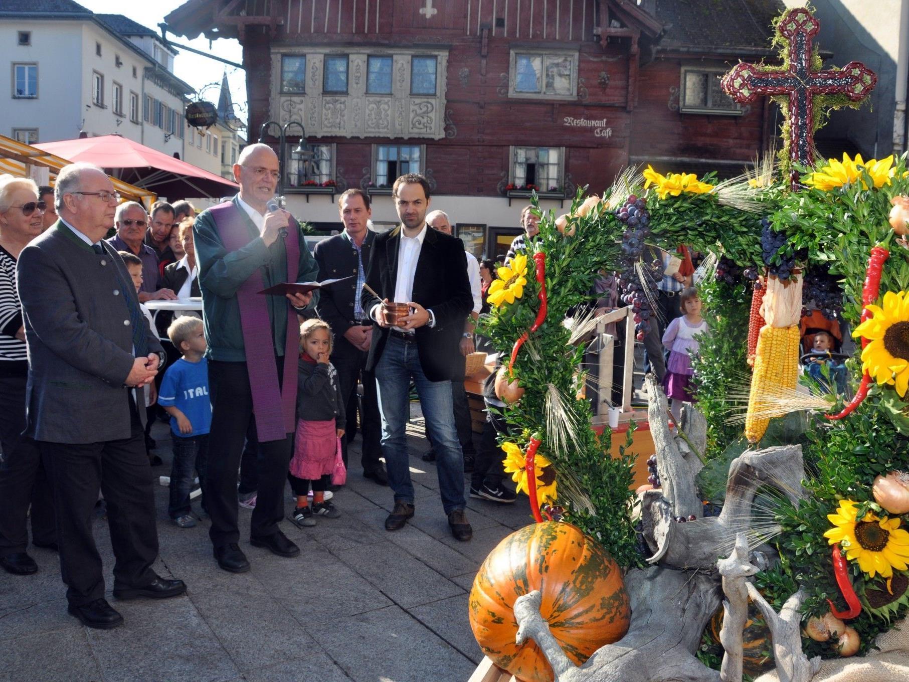 Mit der Segnung der Erntedankkrone wird der Dornbirner Herbst 2012 offiziell eröffnet.