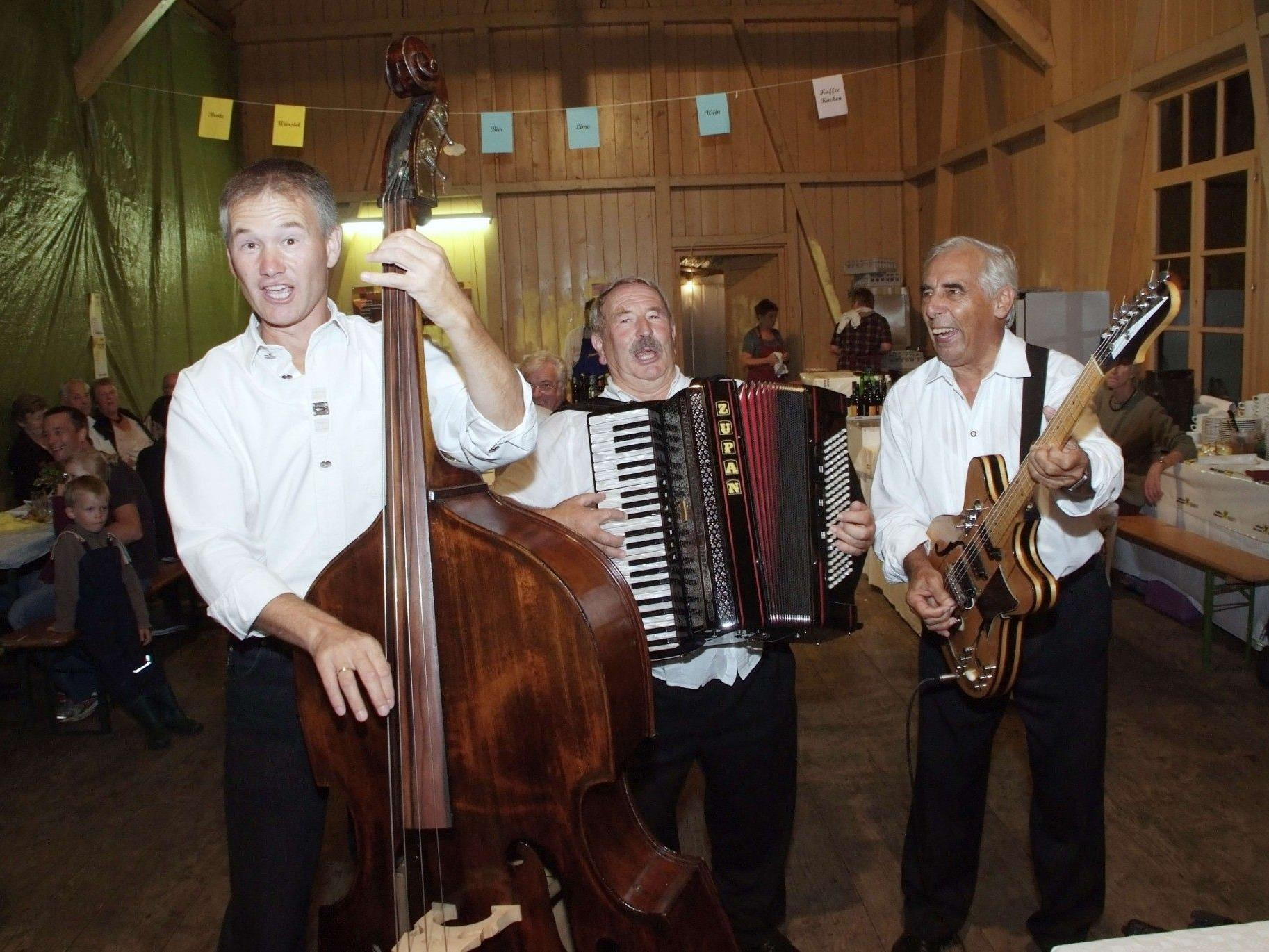 """Das """"Trio spontan"""" wird für originelles musikalisches Heurigen-Ambiente sorgen."""