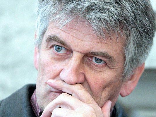 Walter Mayer wurde am 17. August 2011 am Wiener Straflandesgericht wegen zahlreicher Verstöße nach dem Anti-Doping-Gesetz und dem Arzneimittelgesetz zu 15 Monaten teilbedingter Haft verurteilt.