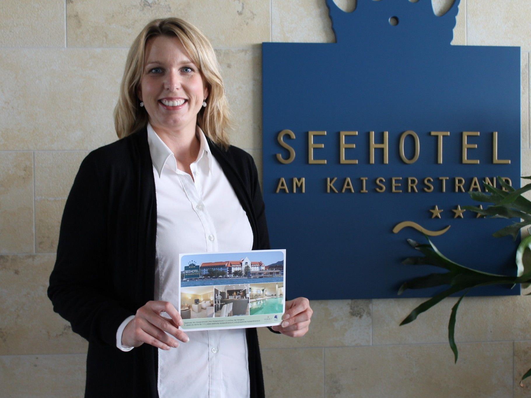 Annette Mätzler, Marketingleiterin des Seehotels am Kaiserstrand, freut sich bereits auf die Gewinner des VOL.AT Sommergewinnspieles.