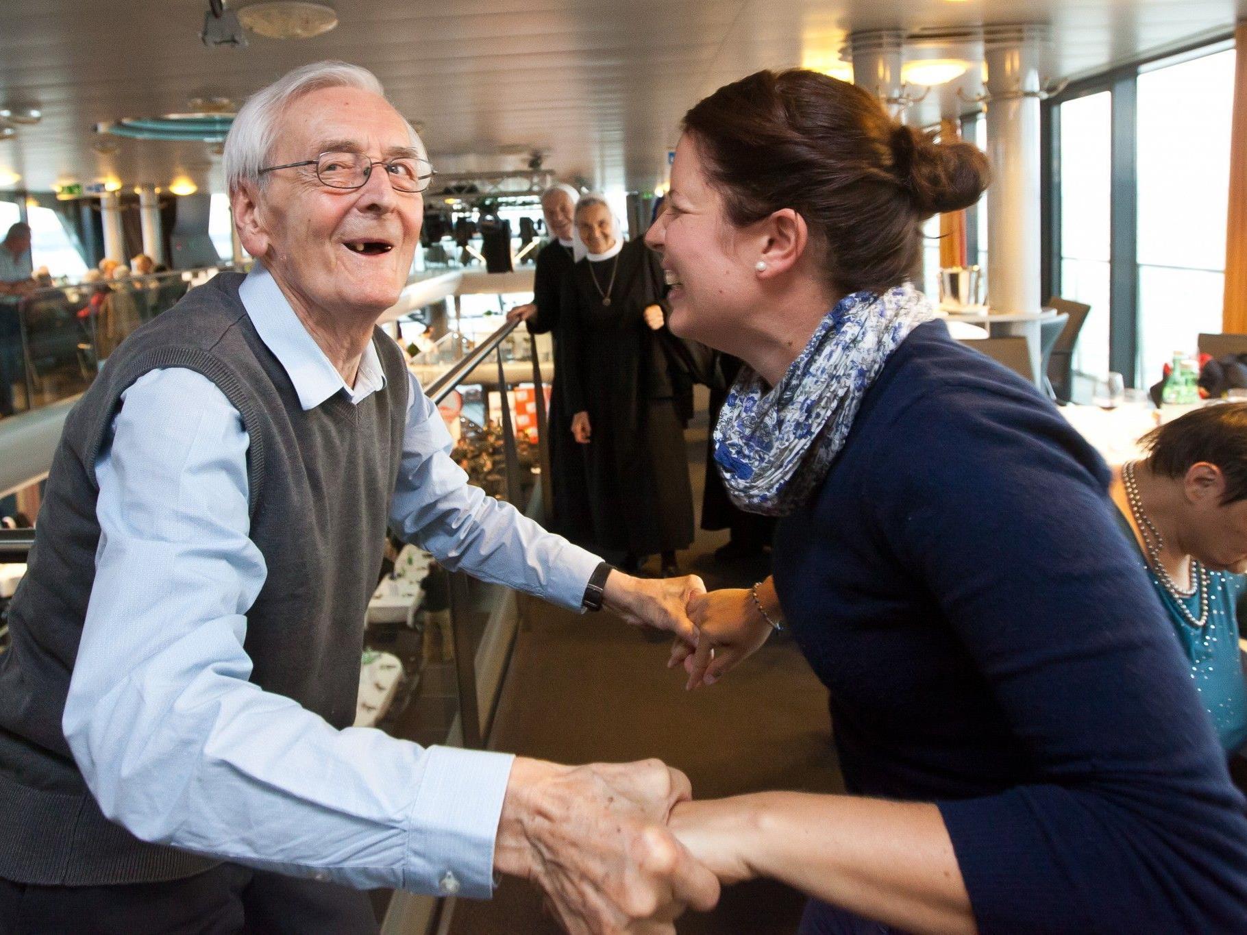 Schiedsrichterlegende Viktor Pamminger und die diplomierte Sozialarbeiterin Marletta vom Jesuheim Lochau wagten bestens gelaunt gemeinsam ein Tänzchen.