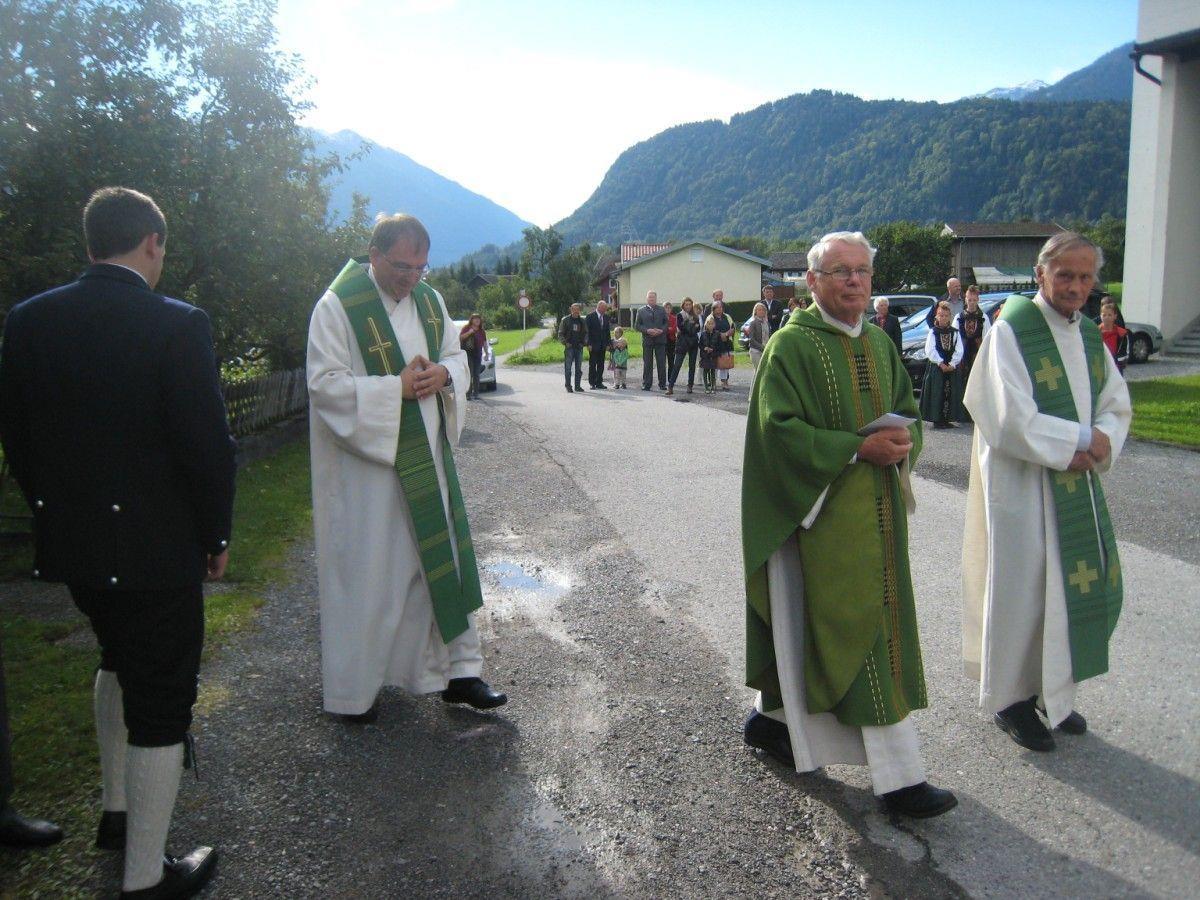 Pfarrer Hans Tinkhauser, Monsignore Peter Haas und der scheidende Pfarrer Alfons Lercher