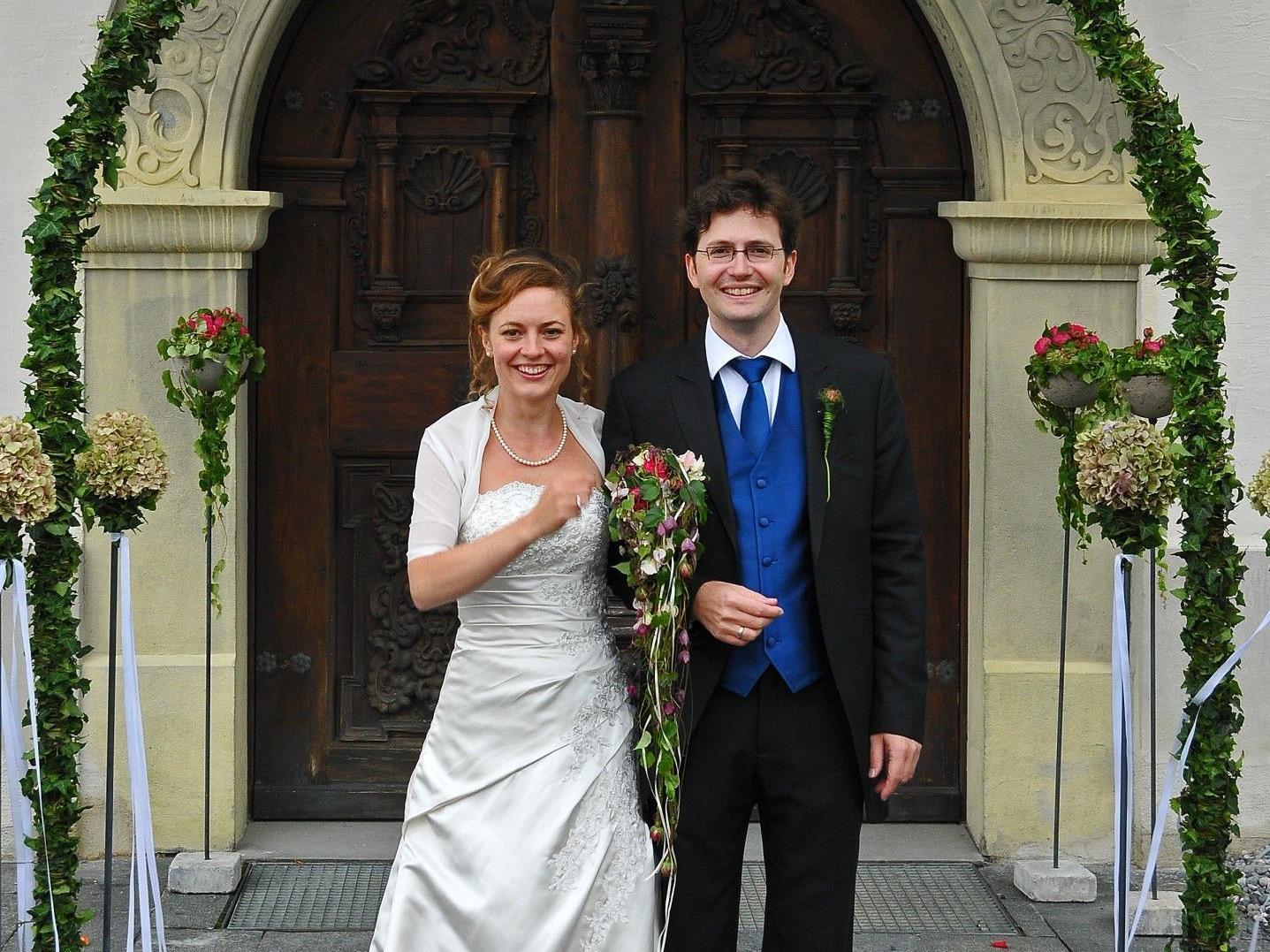 Das glückliche Paar nach der kirchlichen Vermählung in Bildstein.