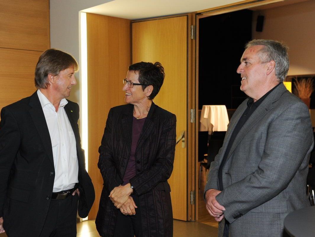 Bgm. Fritz Maierhofer und Vize Rainer Egle (r.) konnten Vorarlbergs ÖVP-Regierungsmitglieder in der DorfMitte willkommen heißen.