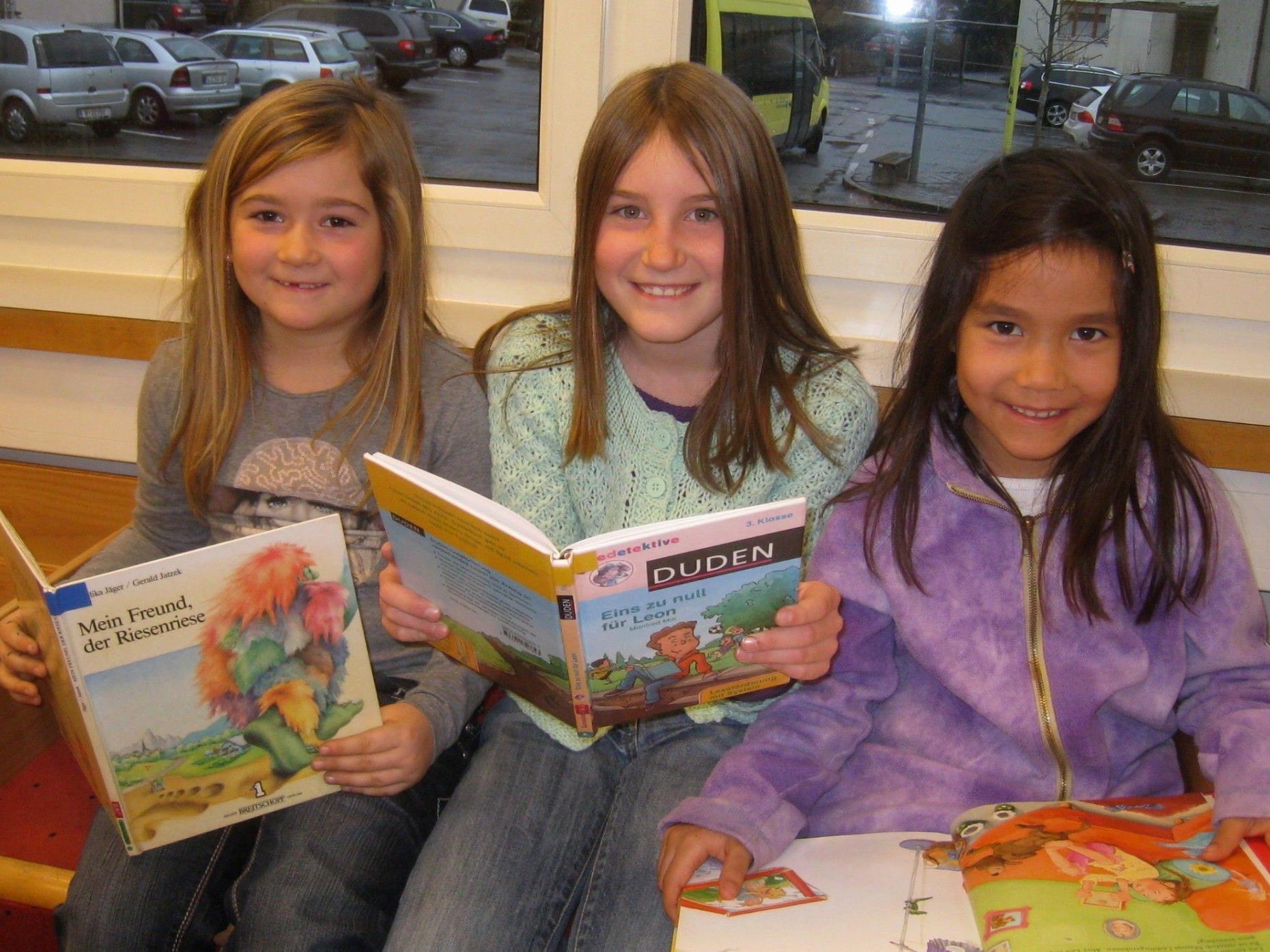 Auf Jung und Alt wartet in der Bücherei-Spielothek ein umfassendes Medienangebot.