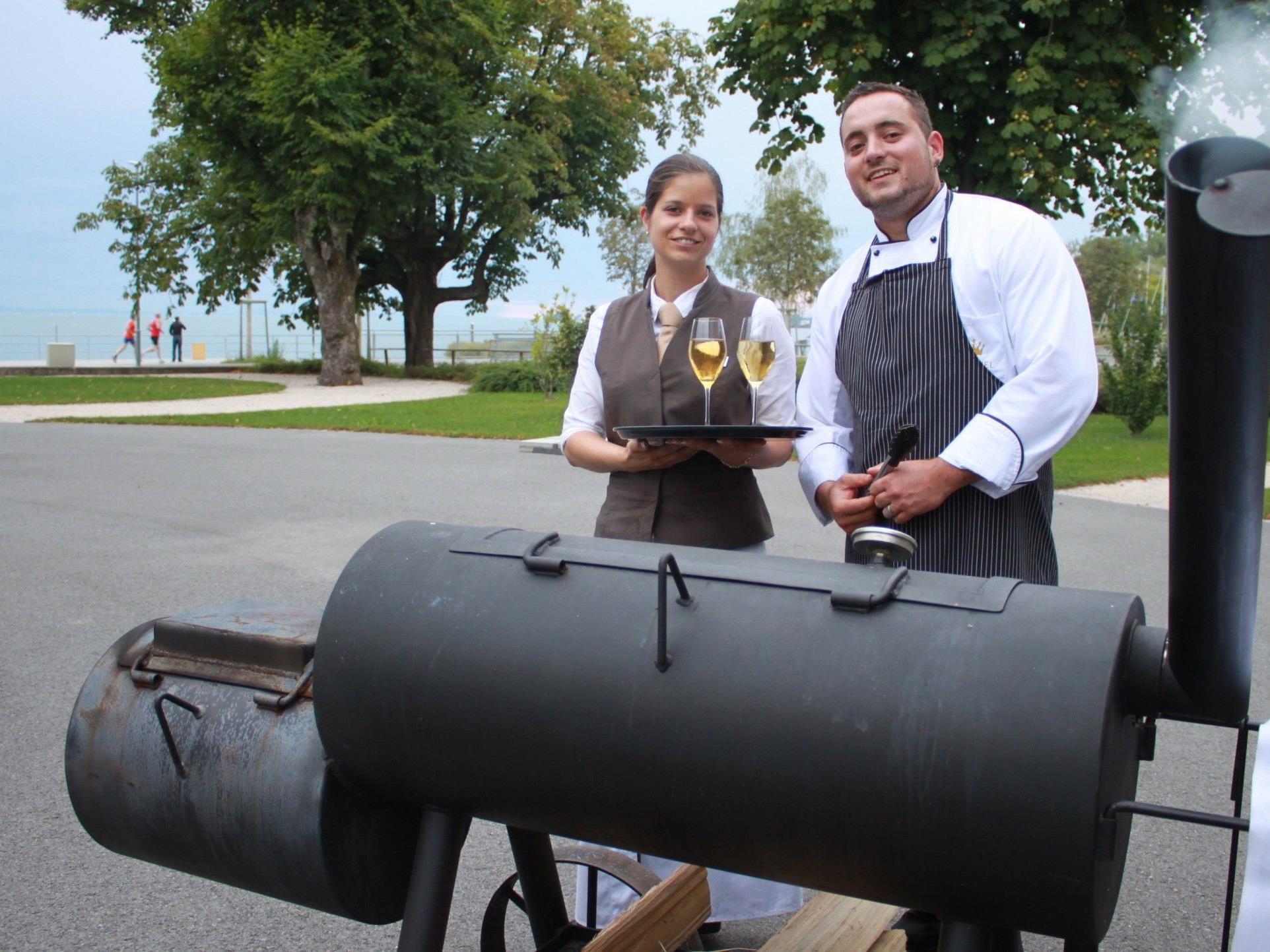 """""""Barbecue-Time"""" im Seehotel Am Kaiserstrand im wunderbaren Ambiente am Lochauer Bodenseeufer."""