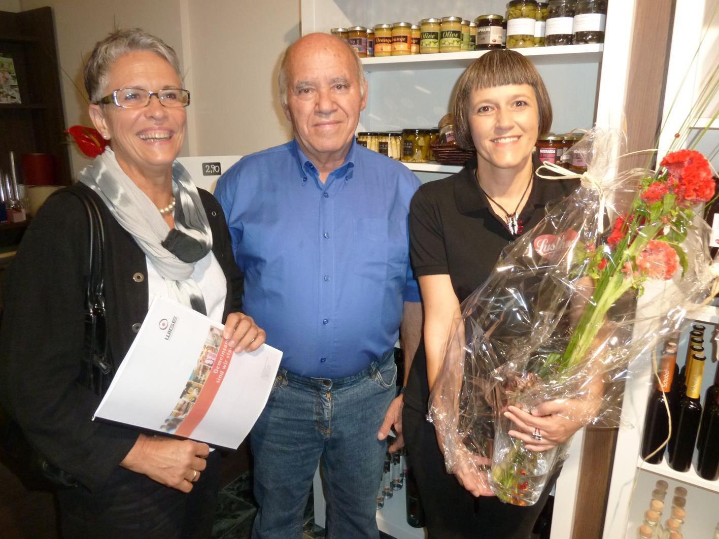 WIGE-Chefin Marianne Jaspers und Horst Wehinger gratulierten Bettina Egle zur Lusthaus-Eröffnung.