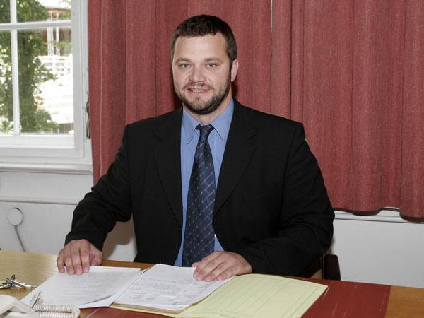 Der suspendierte Gerichtsvorsteher Erich Mayer wird wegen Amtsmissbrauchs angeklagt.