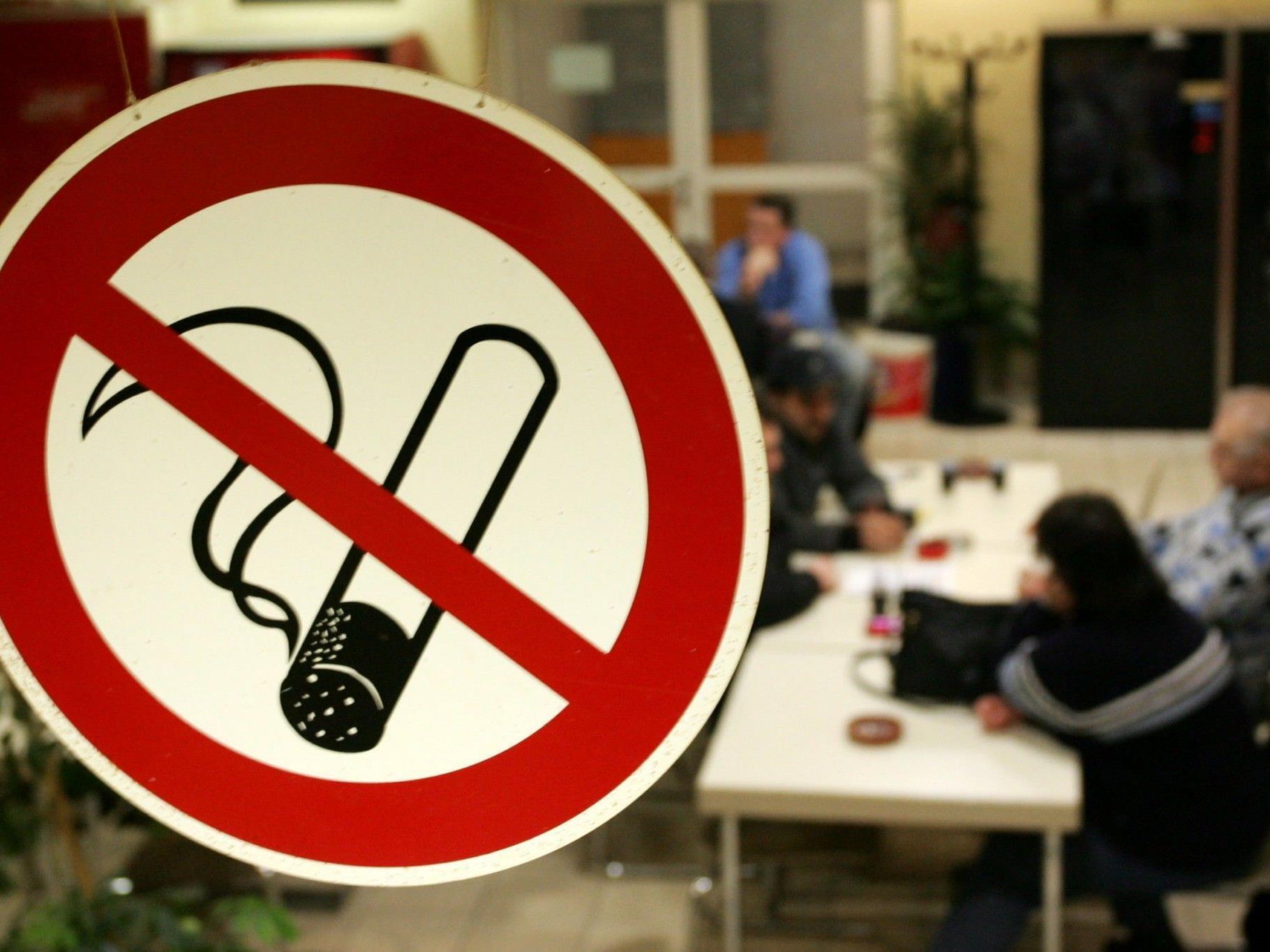 In der Schweiz soll das Rauchverbot noch strenger werden.