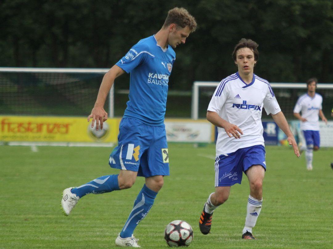 Dominik Helbock wurde zum dritten Mal Vater und hat auch mit FC Bizau derzeit großen Erfolg.
