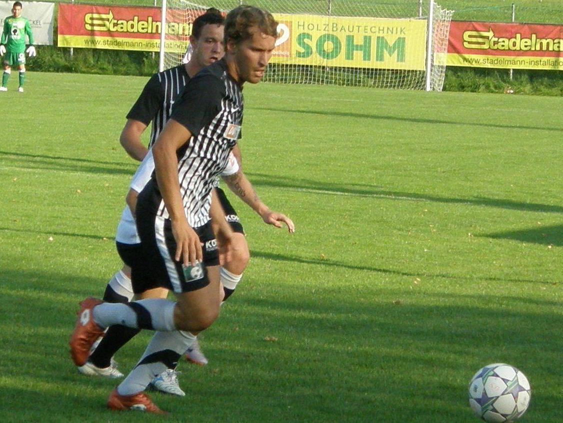 Christoph Sohm und seine Teamkollegen vom FC Alberschwende treffen auf Bizau.