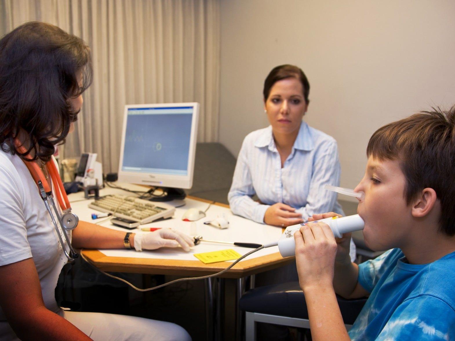 US-Forscher: Durch Einnahme von Asthma-Spray als Erwachsener durchschnittlich 1,2 Zentimeter kleiner.