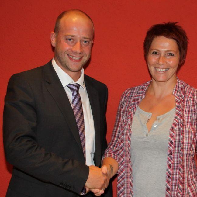 HC Samina Rankweil-Präsident Philipp Amann gratuliert Elke Mähr zur neuen Vizeobfrau.