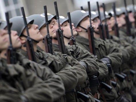Nun soll das Volk über die Wehrpflicht entscheiden. - © APA