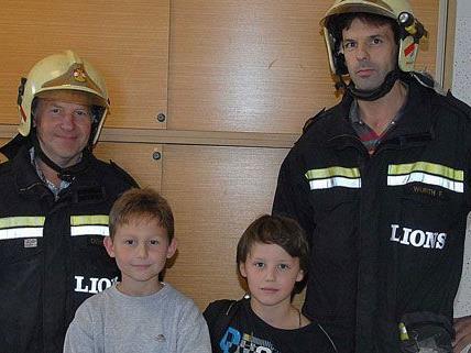 Lukas und Max wurden von der Feuerwehr aus dem WC ihrer Volksschule befreit.