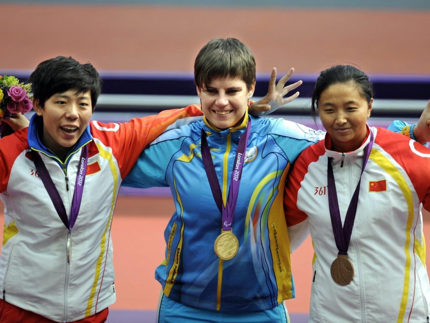 Pomasan (Mitte) doch nur Zweitplatzierte: Einige Stunden nach der Siegerehrung mussten die Veranstalter einen Fehler eingestehen.