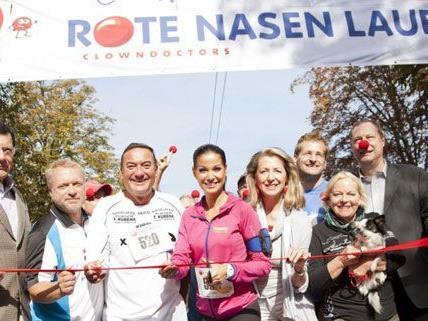Um 9:30 ging es los: Der vierte ROTE NASEN Lauf wurde prominent eröffnet.