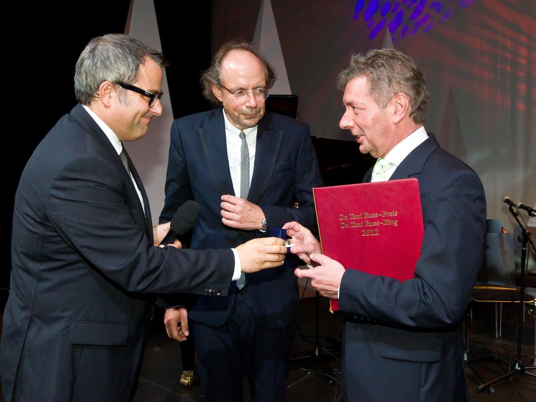 VN-Chefredakteur Christian Ortner, Herausgeber Eugen A. Russ, Russ-Preisträger Gebhard Mathis.